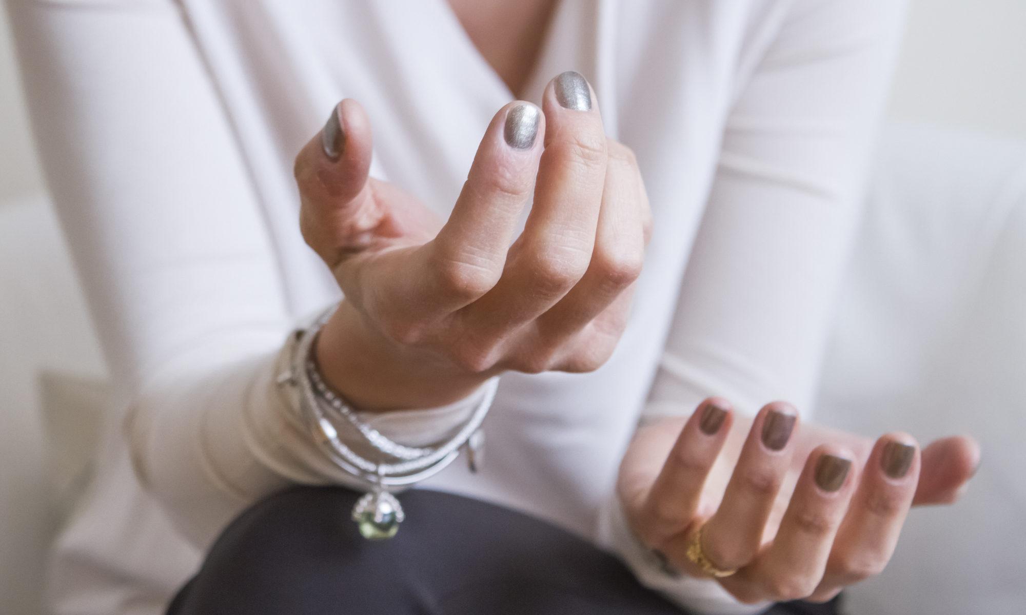dettaglio - mani - psicologa - psicoterapeuta - Biella - di cosa mi occupo - colloquio - psicoterapia - ascolto